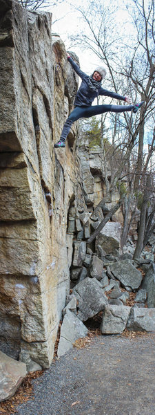 Handful of fun boulder problems along the trail at the Gunks. [Natalie Duran]