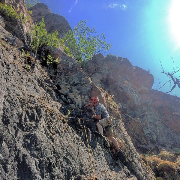 Todd leading the ultra manky (and aptly named) Welcome to the Jungle en route to the Son Volt Arete (upper skyline)