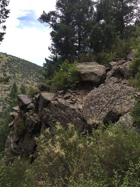 This outcropping sits directly below a grassy flat area and the start of the climb.