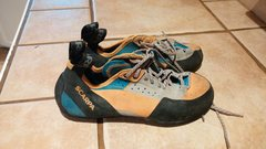 Mens size 9.5 Scarpa climbing shoes. Found by Avalon wall in Boulder Canyon