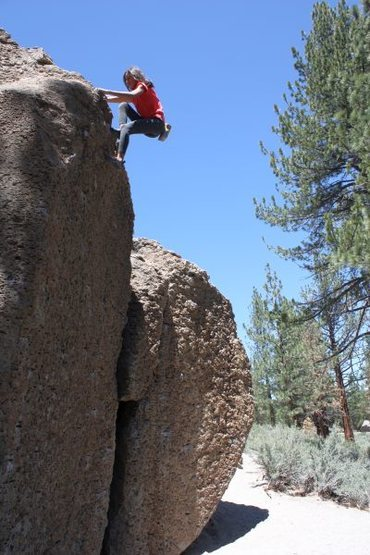 Topping out on Problem O (V0+), Bachar Boulders