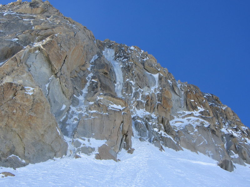 The Chere is the prominent ice gully center right. The line on the left is the Perroux Gully III, 4+ ice, 5.9 300m