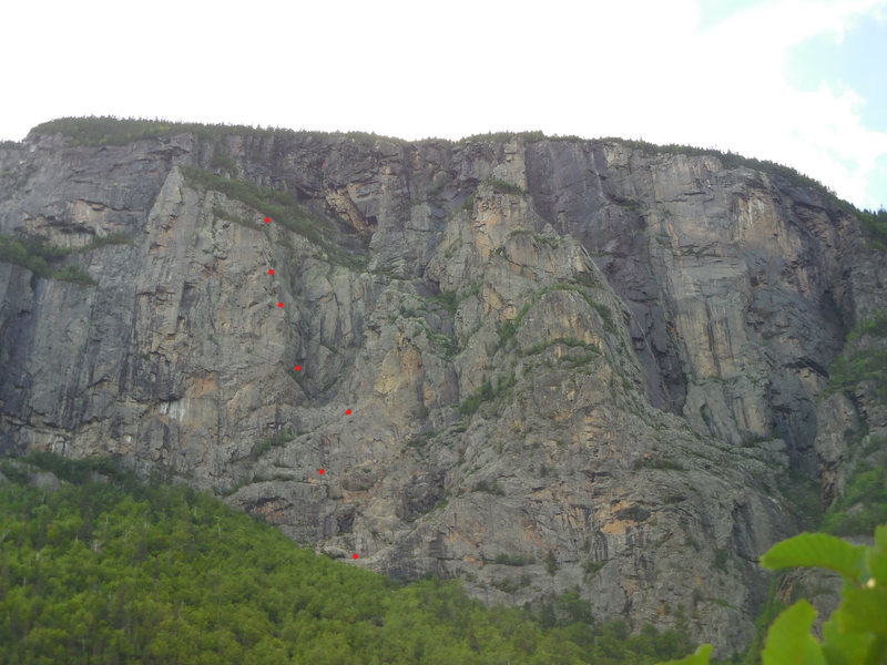 Renaissance climbs a distinctive buttress, left of La Pomme d'or and La Loutre.