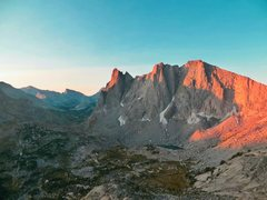 Rock Climbing Photo: Cirque of the Towers firstlight, Alpine starts are...