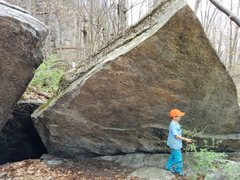 Rock Climbing Photo: Bishop follows the sloping rail up and right.