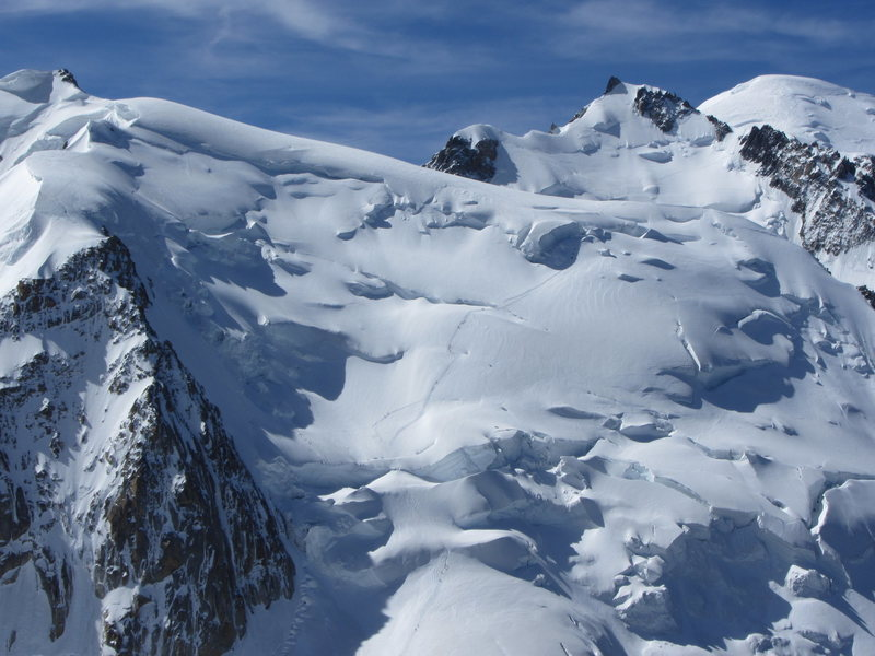Complete view of the route from bottom to summit as seen from Aiguille du Midi station (view in full size for details)