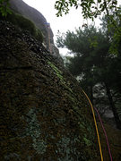 Rock Climbing Photo: P1 rolls around right of broad buttress and then u...