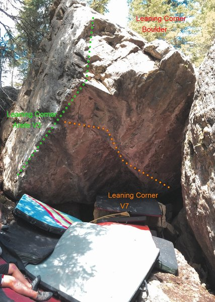 Rock Climbing Photo: Leaning Corner Boulder