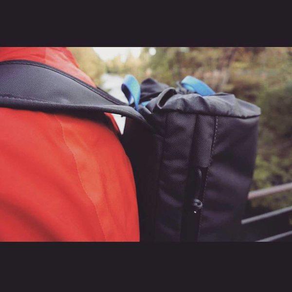 Side zipper hood detail