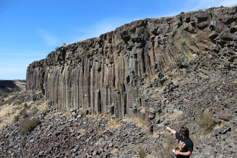 Rock Climbing Photo: The tall cliffs as viewed from east end near Rosy ...