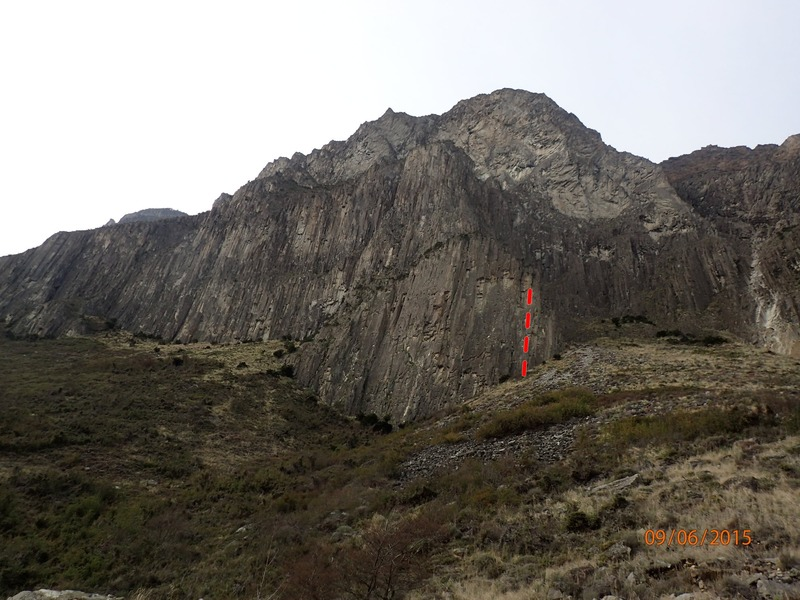 Rock Climbing Photo: Route overview from far away
