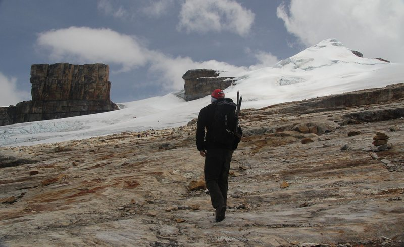 Rock Climbing Photo: Púlpito del Diablo & Pan de Azucar; 16076 ft / 49...