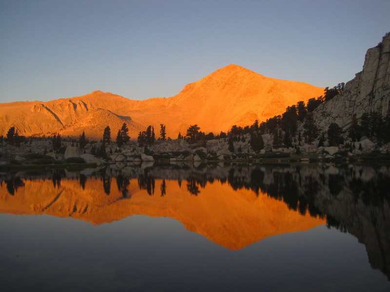 Cirque Peak, sunrise from Lower Cottonwood Lake.