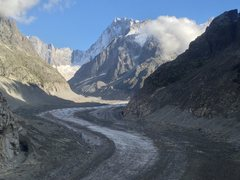 The approach to l'Envers goes up the Mer de Glace.