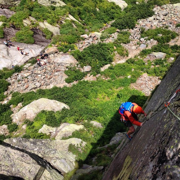 Rock Climbing Photo: pitch 1, with hikers below on Huntington Ravine Tr...