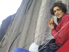Rock Climbing Photo: Matt Hicky with his Morning pizza on the big wall
