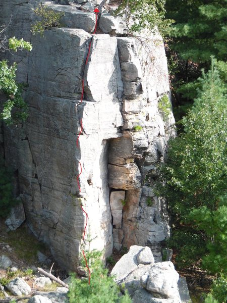 Rock Climbing Photo: Dynamic corner route; uses both sides of the corne...