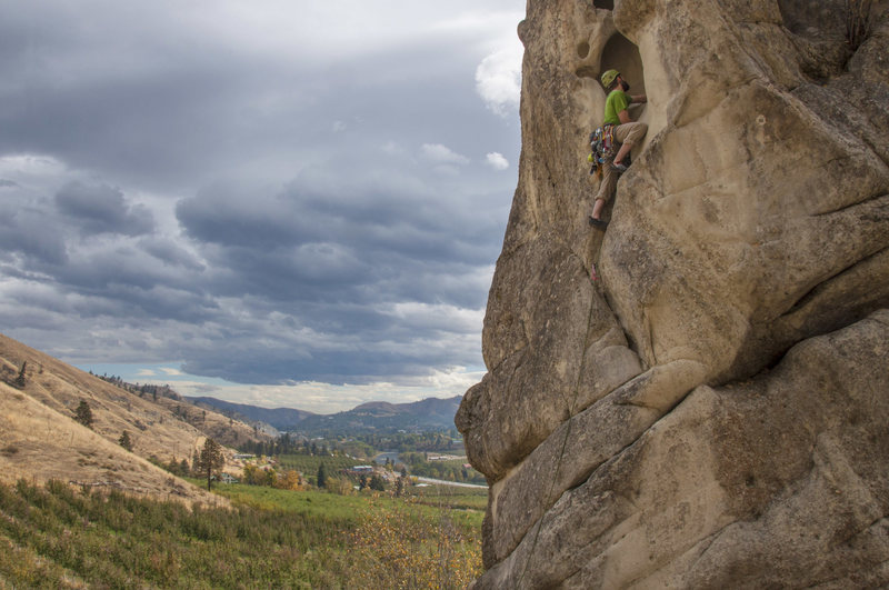 Peshastin Pinnacles, Orchard Rock, The Tunnel 5.6