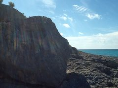 Rock Climbing Photo: The crown. 11 ft Boulder on coral stone.