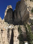 Rock Climbing Photo: Overview of the SW Chimney from the approach ledge...