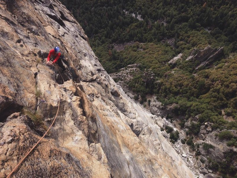 Travis winds his way through a sea of features way up on the West Face of El Cap. Awesome way to spend a Sunday!<br> <br> Photo: Corey Gargano