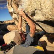 Rock Climbing Photo: False Hueco Traverse classic V2 in Joshua Tree.