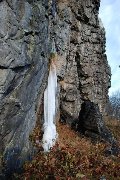 Rock Climbing Photo: A tiny tiny ice flow forms some times on cold wint...