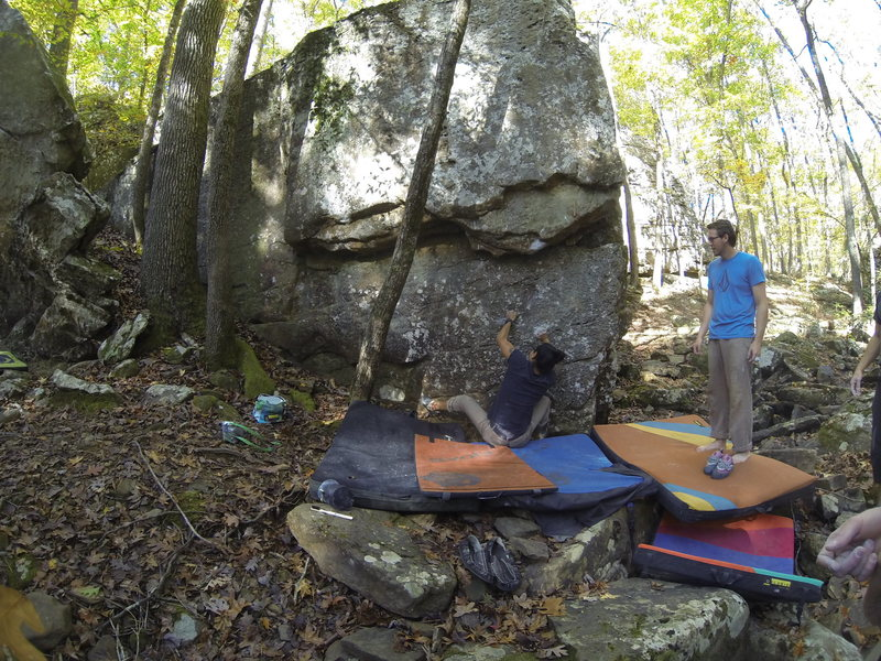 Rock Climbing Photo: Kenny Hilburn getting started on Holey Wars.