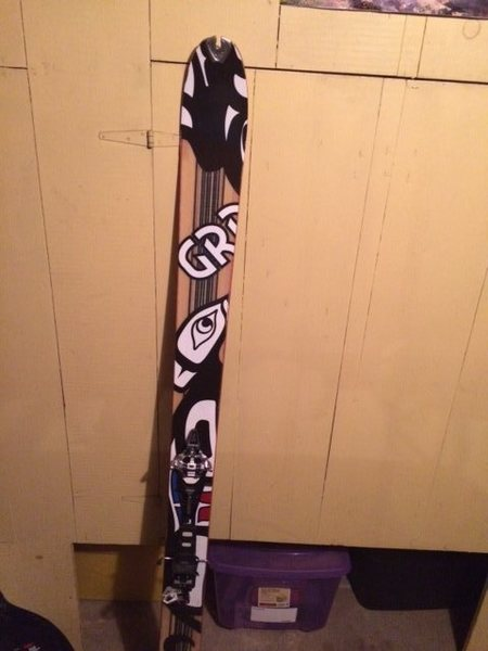 Here is the left ski, the one I still have.