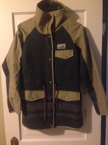 Women's Patagonia Reclaimed Wool Parka Size Extra Smal. Like New, worn once or twice. $75 SOLD