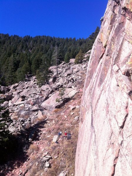 Stu finishing up the final few feet to the anchor on the first pitch of Asahi.
