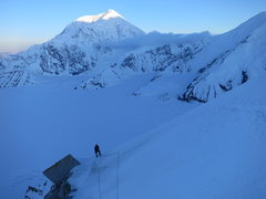 Rock Climbing Photo: Approaching the cornice traverse. Sultana in the b...