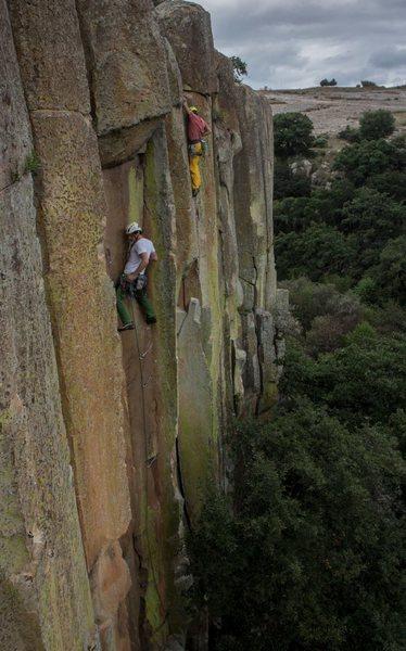 Top part of Dueño de un Corazon Solitario (climber on white). Other climber is on Muralla de los Sentidos.