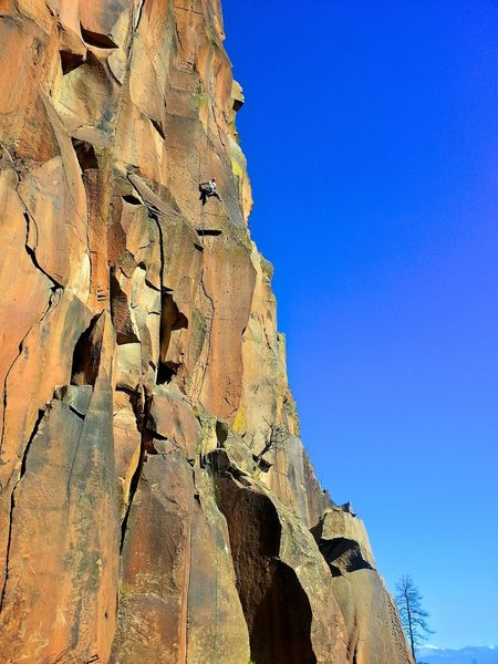 Josh reaching the end of the lightning bolt crack and moving onto the arête on the ground-up onsight attempt. November 2015.