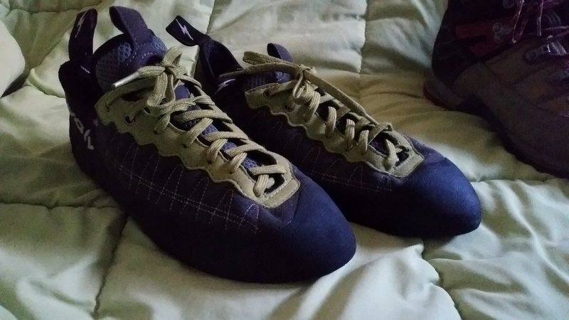 Rock Climbing Photo: bought as a gym shoe. Don't fit my foot shape as w...