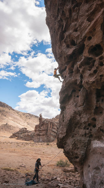 Friends climbing the 7C Le Merlin at the La Calavera crag
