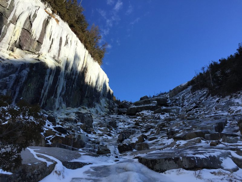 Rock Climbing Photo: End of the trap dike with thicker, harder ice in e...