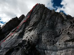 Rock Climbing Photo: Hot Tuna Tower, with approximate belay stations fo...