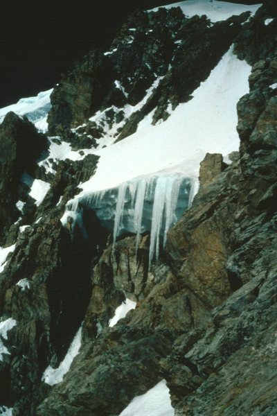 The giant overhang with icicles on the S Face of Pico La Reina.