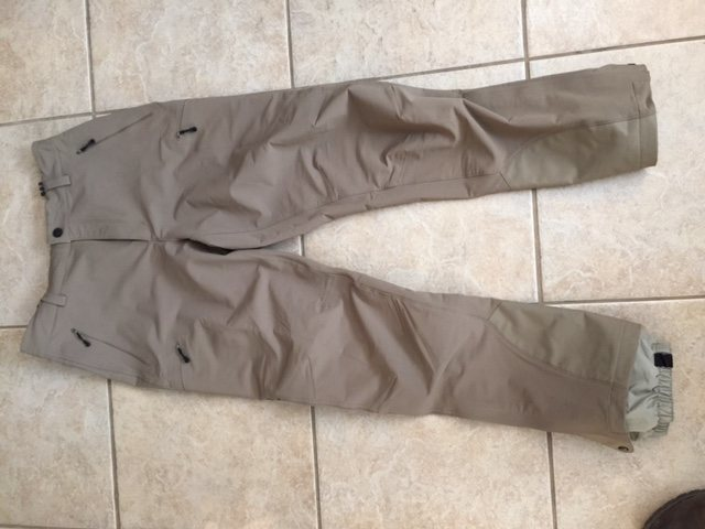 Patagonia softshell pants , do not know the model but they are mid weight with internal gaiter . Asking for $130 Shipped continental USA. Size Large. New.