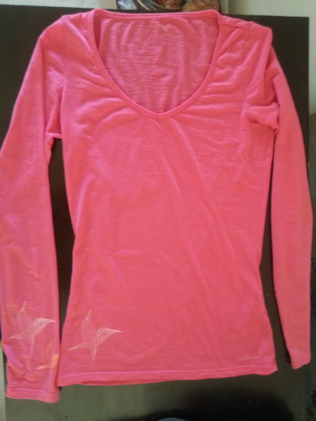 Rock Climbing Photo: Icebreaker Siren Sweetheart V-Neck, Pink.  XS
