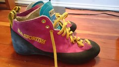 Rock Climbing Photo: All you need now is spandex
