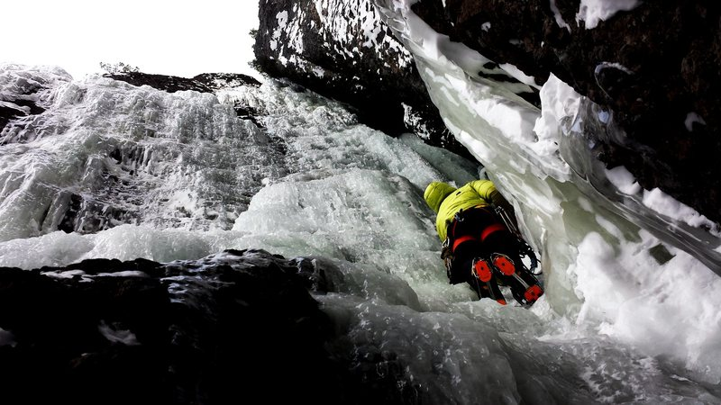 Marshall Glenister soloing up to the belay, January 2016.
