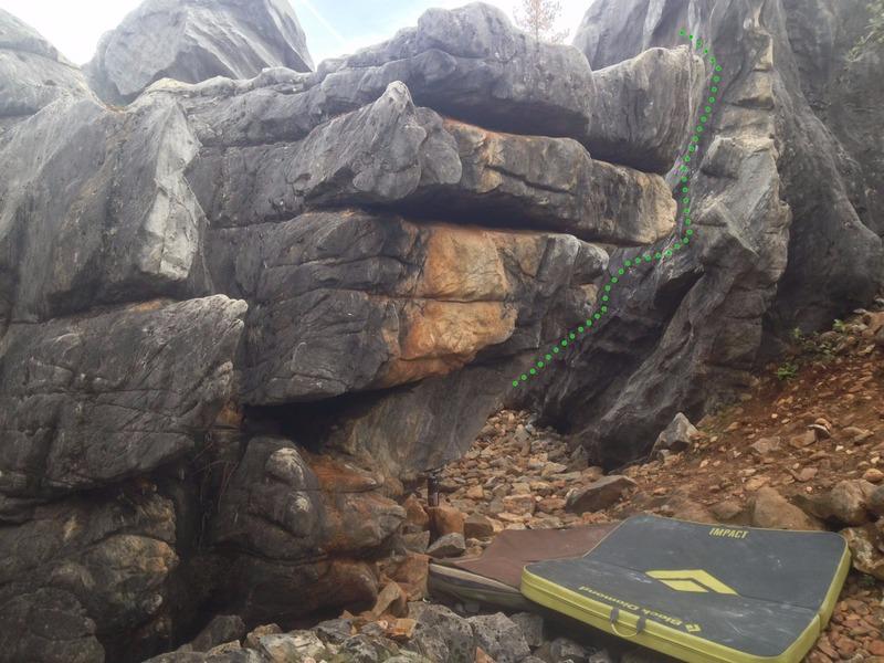 Rock Climbing Photo: Little Bulge Right (V2)