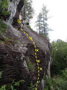 Cette voie donne un aperçu des prises qui se trouvent sur les voies à droite  / This climb gives you a taste of the type of holds on the routes to the right