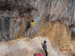 Rock Climbing Photo: Opening moves on Midnight Run: big jumps, big mant...