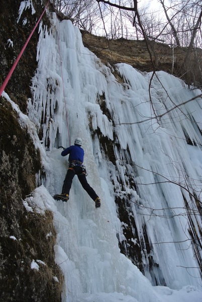 Tom Sprague climbing Quarry Monster left side Friday Jan 28th.