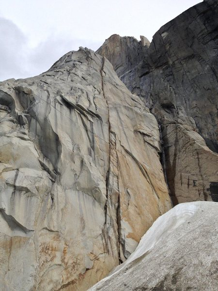 Rock Climbing Photo: Obvious crack line in the center of the formation....