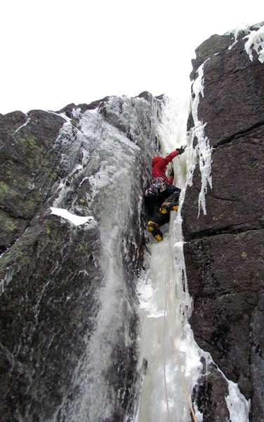 Bill Schneider leads the chimney of pitch 2 on By Tooth and Claw.