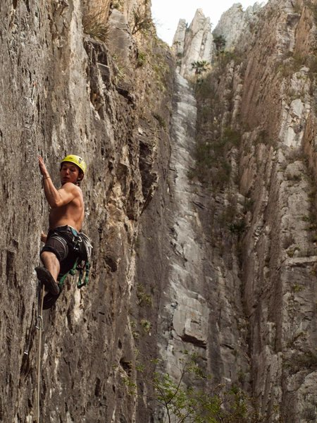 Rock Climbing Photo: Mau on the opening moves of Conflict. Super Nova i...